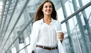 कामकाजी महिलाओं के लिए त्वचा को प्रदूषण से बचाने की गाइड